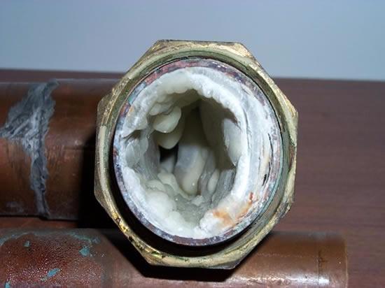 Cal en las tuberías